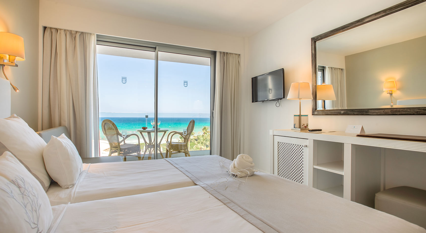 Twin room single use lateral sea view Premium  playa esperanza resort
